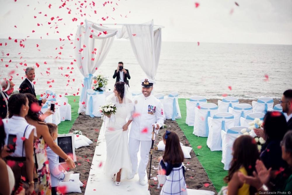 """BOOM DI MATRIMONI NEI CAMPI FLEGREI  AL KORA DI POZZUOLI IL """"BEACH WEDDING PARTY"""" CON LE SPOSE DI GIANNI MOLARO"""