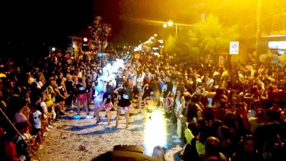 Circa 30.000 persone per il Carnevale Estivo di Torre del Greco: Street Food e Carri allegorici