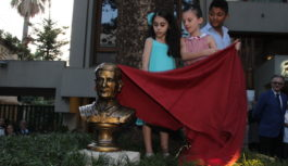 Statua alla memoria di Luigi Dell'Amura fondatore diPizzaaMetro