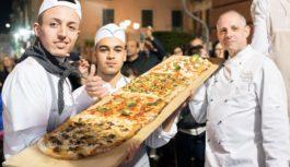 Pizza a Metro spopola a Vico Equense, durante Pizza a Vico