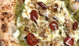 Di aspetto elegante e succulento, la pizza firmata Paolella
